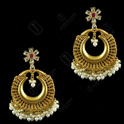 Silver Antique Design Kuddan Stone Round Shape Earrings